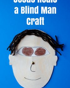 Jesus heals a blind man craft for kids. Free printable for Sunday school preschool. An easy craft to lean the gospel #catholiccrafts #christiancrafts